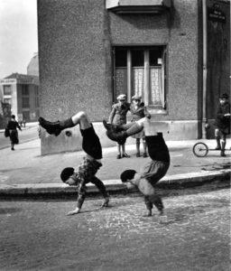 Les frères, rue du Docteur Lecène, Paris 1934